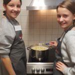 Kids kochen Nudeln_klein